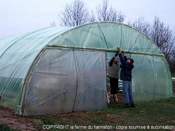 R paration de la serre de plants la ferme du hanneton - Comment fixer une bache de serre ...