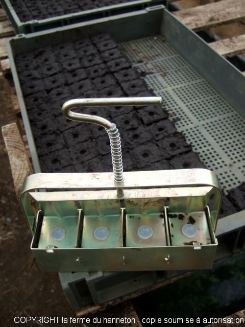 Le presse motte la ferme du hanneton - Fabriquer une mini serre pour semis ...