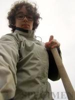 selfie de l'auteur et d'une fourche-bêche