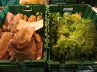 les caisses de légumes préparées pour l'AMAP de Changé (le mardi soir)